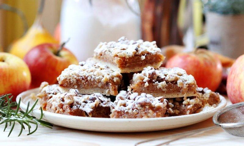 Prăjitura cu mere și nucă – rețeta video