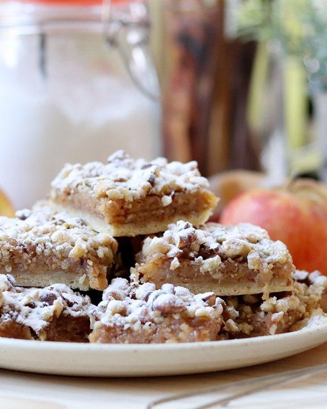 Prăjitură cu mere și nucă